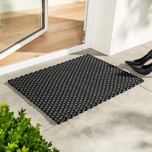 The black/grey mat in size 72x 52cm (28.3″x 20.5″) is also perfect as a doormat.