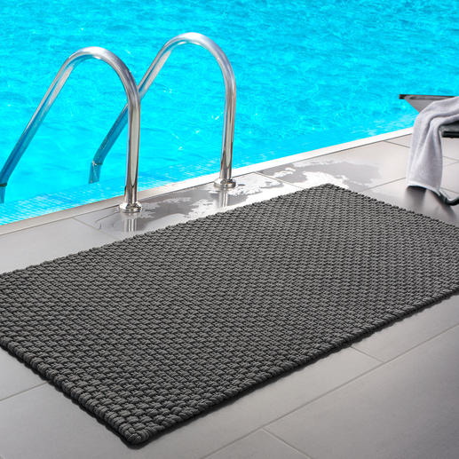 The grey mat in size 132 x 72cm (52″ x 28.3″) is great by the pool or in the spa area.