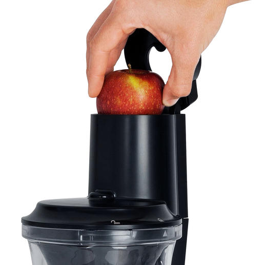 No more peeling and chopping: Even whole fruits fit in the extra-large filling opening.