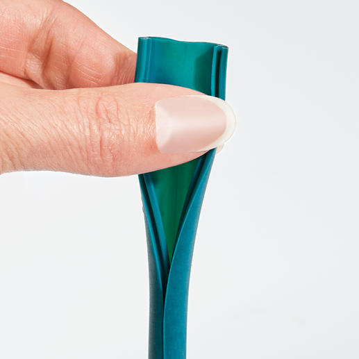 Can be opened lengthwise with one hand - perfect for hygienic cleaning.