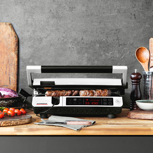 Gastroback BBQ Advanced Control With 6 pre-installed programmes and integrated core thermometer for perfectly grilled food.