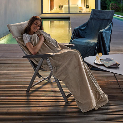 Fleece Throw/Blanket Superbly soft fleece envelops you with softness and warmth like a cocoon. Without slipping off.