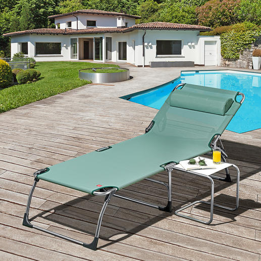 XXL Three-legged Sunbed Extra high, extra long, extra wide. XXL aluminium three-legged sunbed for extra comfort.
