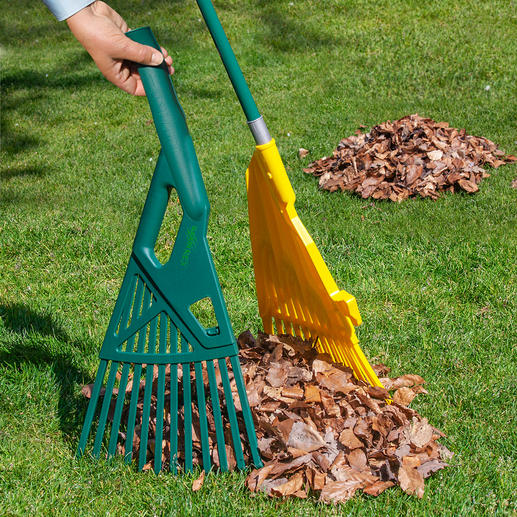 With the two halves of the compartment you shovel garden waste directly into the organic waste bin, wheelbarrow or leaf bag.