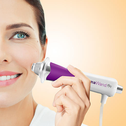 DermaWand®Pro 100,000 micro pulses per second lift eyebrows and stimulate blood circulation.