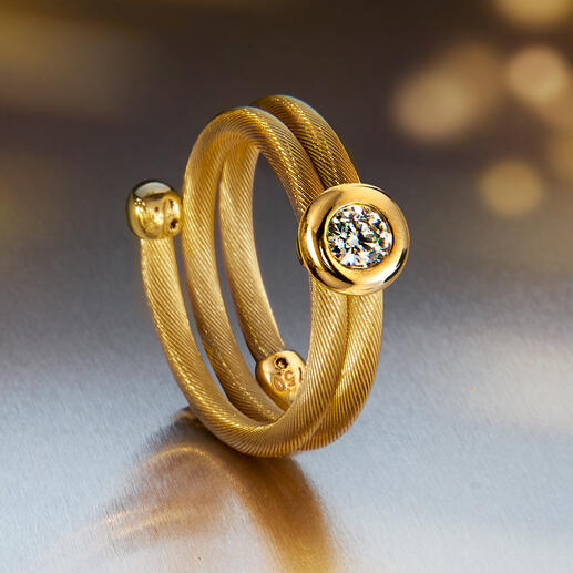 Always a perfect match – the diamond ring in matching design.