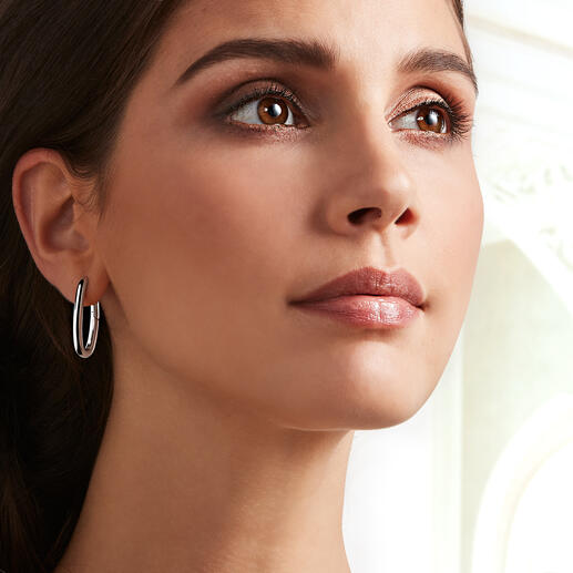 The clean style creole earrings made of 925 sterling silver are just right for your daily wardrobe.