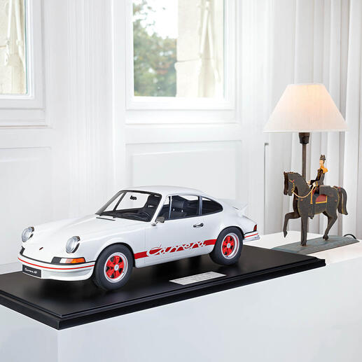 Porsche911CarreraRS1972,1:8 A work of art in automotive engineering. Perfect replica of the famous model – as a limited edition of 191 pieces.