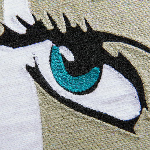 An artistic eye-catcher: Precisely embroidered.