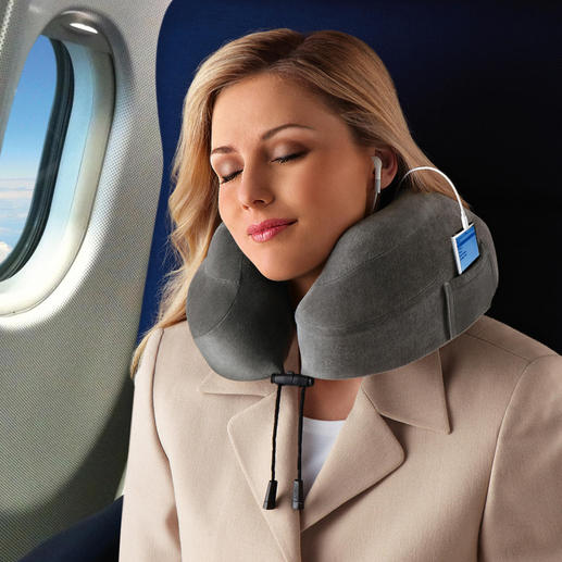 Use the cord to adjust the travel pillow to your neck.