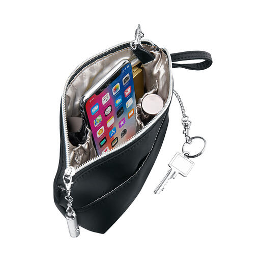 Bag'nBag allows you to transfer everything you need to another handbag in one go.