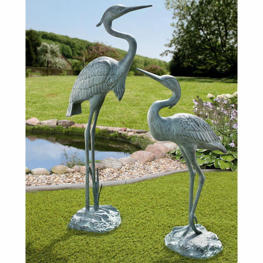 Copper-Green Aluminium Grey Heron, 26.3'' or 35.4'' Practically life-size with a beautiful patina. An exquisite eye-catcher all year. In weatherproof aluminium.