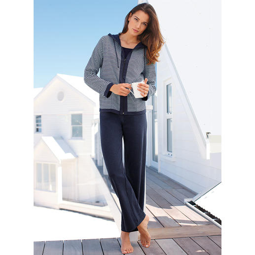 Double Sided Loungewear Takes up less room in your luggage and adds more variety – the loungewear with reversible jacket.