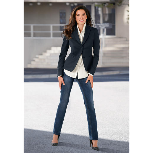 Washable 24-Hour Blazer The 24-hour blazer: Appropriate for business, casual with jeans, elegant in the evening. And washable, too.