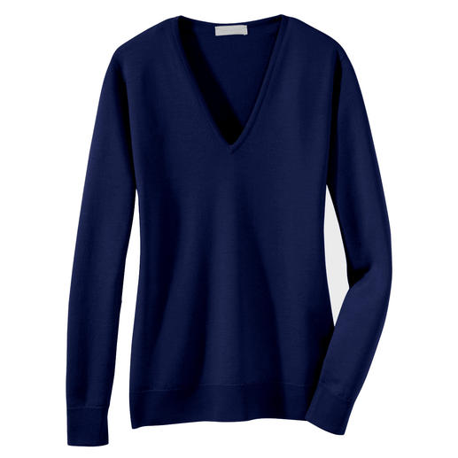 Handbag Pullover V-Neck It doesn't get any finer. These featherweight pullovers by John Smedley fit into every handbag.