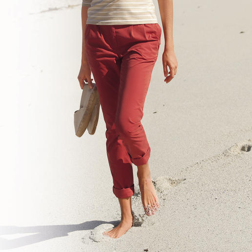Aigle Functional Chinos, Ladies' Slim chino cut. Soft, natural texture. Yet still completely functional. Lightweight. Breathable. Quick to dry.