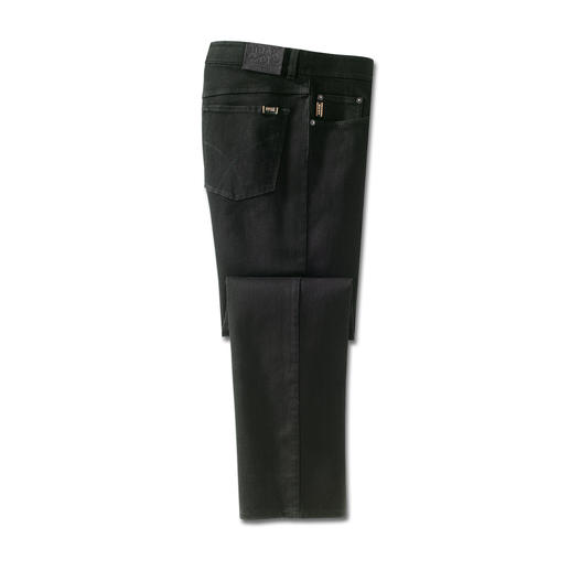 Finally a truly colourfast pair of jeans. Finally a truly colourfast pair of jeans. Black stays black. Wash after wash.