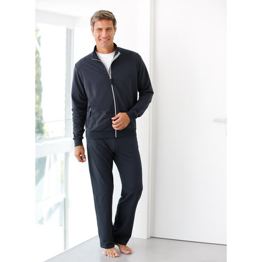 Coolmax® Tracksuit The feel of pure cotton – and the climatic comfort of Coolmax®.