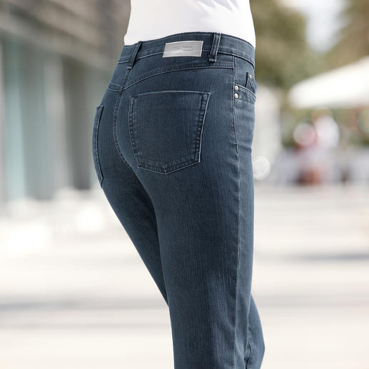 Slim-Cut Thermal-Jeans Beautifully warm, but still pleasantly lightweight – the jeans for winter.