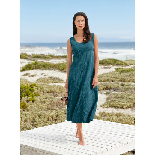 Embroidered Crashed Silk Dress A summer dress in pure silk. Yet extremely fuss-free. Crease-resistant, non-iron and absolutely opaque.