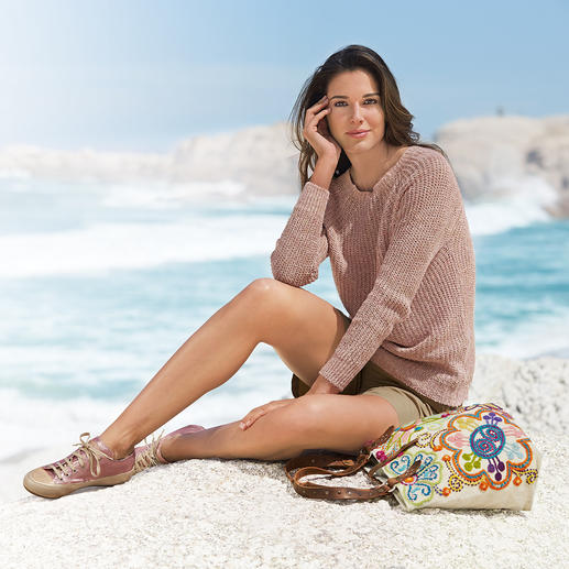 Inis Meáin Linen Boatbuilder Airier and more feminine than its traditional counterparts: Pure linen boatbuilder jumper.