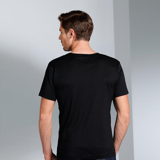 Sunspel V-Shirt or Crew-Neck Shirt The classy undershirt for gentlemen. By Sunspel in England.