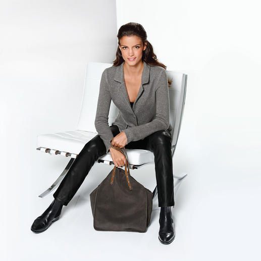 ANNECLAIRE Cashmere Knit Blazer More elegant than a cardigan. Comfier than a blazer.