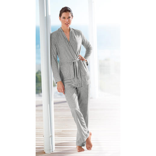 Cornelie Weiss Loungewear Suit, Silver-grey Colourfast, keeps its looks and is more hardwearing than most. A perfect blend of materials for a smart look.