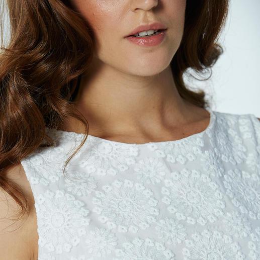 Shift Dress Plauen Lace® Sheath dress & Plauen Lace® – 2 fashion legends in one.