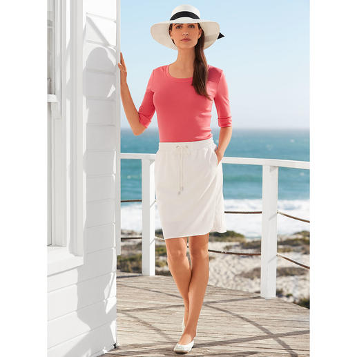 Michèle Holiday Skirt Crease-resistant. Washable. Non-iron. Can be styled for any occasion.