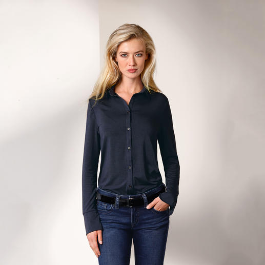 As comfortable as a shirt. As elegant as a blouse. The long blouse made from rare Tencel® jersey. As comfortable as a shirt. As elegant as a blouse.