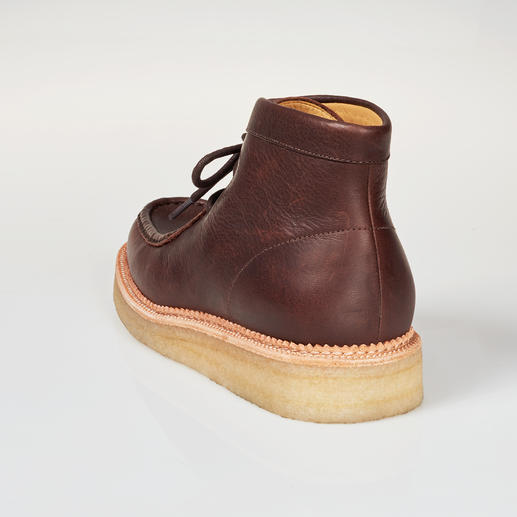 Clarks Wallabee Boots A fashion revival of a cult classic. The original with the crepe sole. Tried and true since 1967.