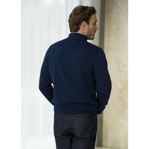 Stereo-System® Cardigan Finest merino wool on the outside and 100% cotton on the inside.
