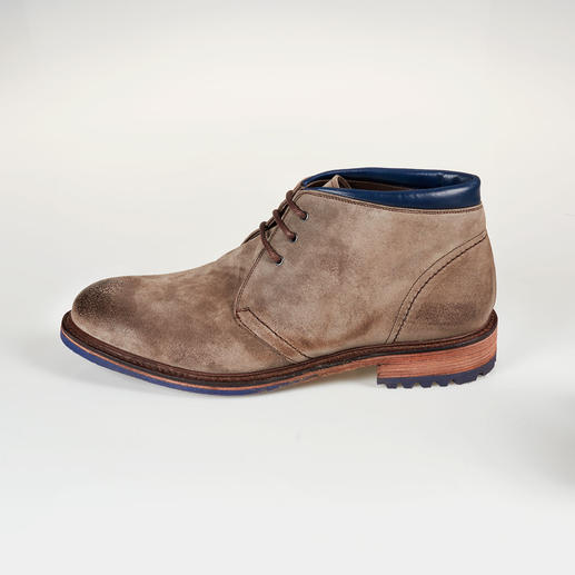 Cordwainer Suede Boots Welted shoes are casual but rarely this stylish – or this inexpensive. Waxed suede boots. Made in Spain.