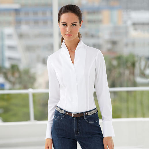 A true classic – yet so hard to find: The elegant high collar blouse. A true classic – yet so hard to find. Perfect with any jacket. By van Laack, Germany's blouse specialists.