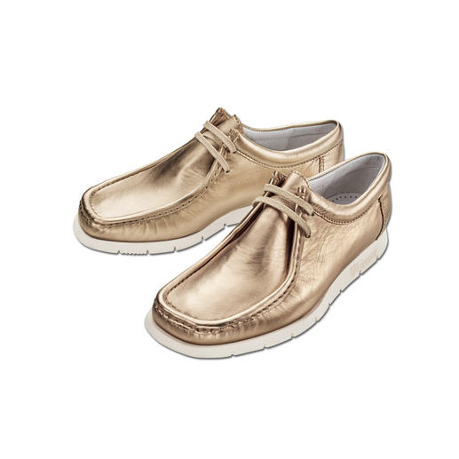 The cult moccasins from 1964 in today's on-trend look. The cult moccasins from 1964 in today's on-trend look. Made from fashionable metallic-effect leather.