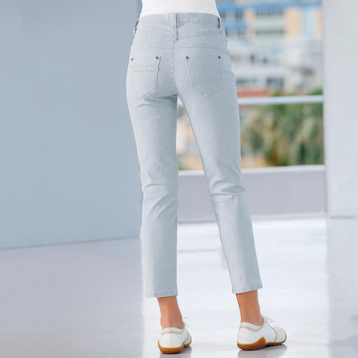 A flat tummy, shapely rear and slim waist, Figure shaping magic jeans in new 7/8-length and striped design for summer.
