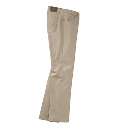 "The lightest cotton trousers in Brax's 65 year old history. The lightest cotton trousers in Brax's 65 year old history. Weighs only 280g (9.9 oz) in a size 34""R."