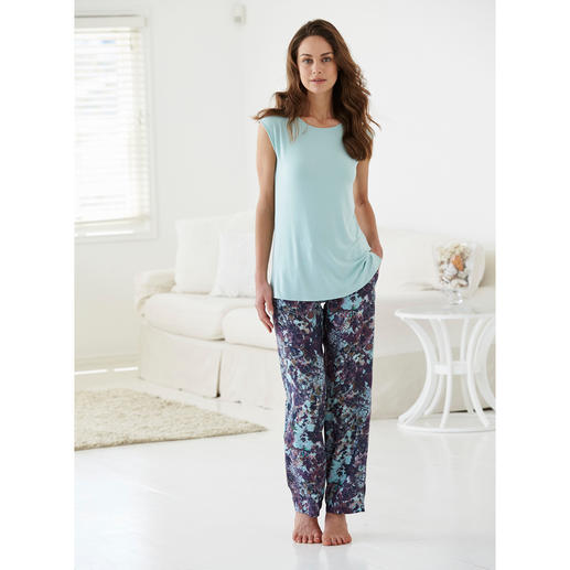 Tatà Pyjamas An exquisite combination: Soft MicroModal® top + silky trousers made of viscose.