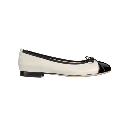 A particularly elegant way to wear flat shoes. A particularly elegant way to wear flat shoes. Sensationally comfortable and chic.