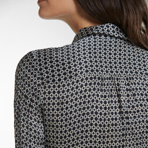 Non-Iron Crushed Silk Blouse Space-saving lightweight that fits easily in a suitcase and weighs only 86g (30oz).