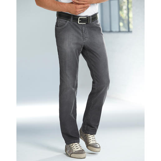 Grey Denim Jeans As easy to combine as indigo blue, but a lot more subtle.