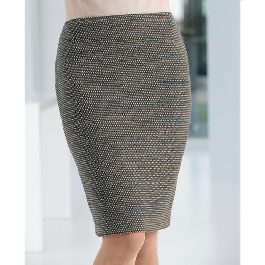 Wool jersey pencil skirt The lucky find among winter skirts: Uncomplicated and unbeatably versatile.