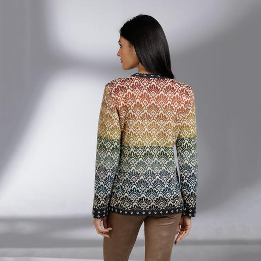 14-Colours Alpaca Cardigan Individually produced by the most experienced knitters in Bolivia.