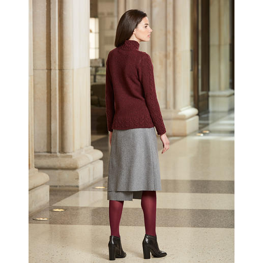 Irelands Eye Patchwork Pullover Classic knitwear with lots of fashion appeal: Cable pattern, patchwork, burgundy. By Irelands Eye, Dublin.