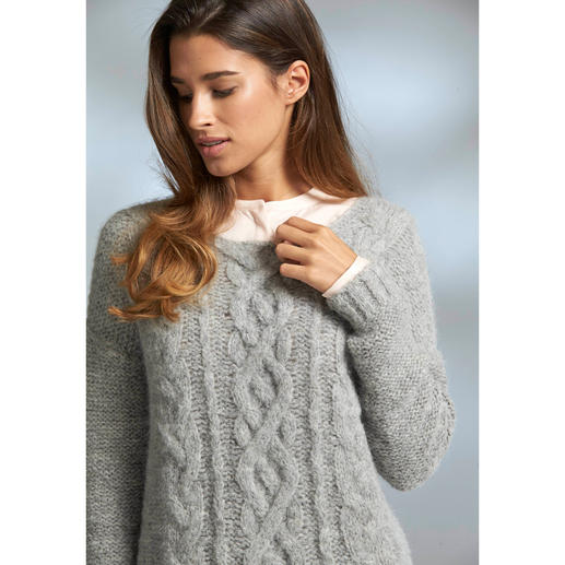 "Chunky Knit Alpaca Pullover ""Slim Line"" Hard to find: Slimline, lightweight knitwear among the fashionable chunky knit pullovers."