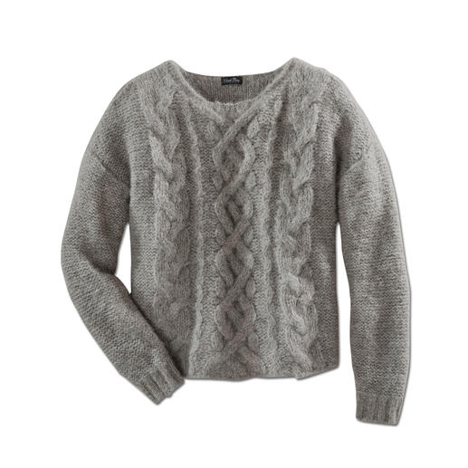 "Chunky Knit Alpaca Pullover ""Slim Line"" - Hard to find: Slimline, lightweight knitwear among the fashionable chunky knit pullovers."