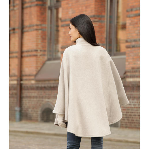 Steinbock® Double-Face Cape Ultra-soft to the touch. Keeps you snug and warm. And hangs perfectly off your shoulders.