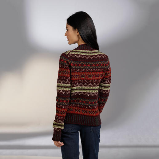 Eribé Fair Isle Women's Pullover Never out of fashion and yet very hard to find. Made from real Shetland wool, knitted on the Shetland Islands.