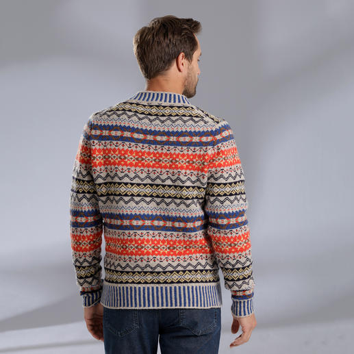 Eribé Fair Isle Men's Pullover Never out of fashion and yet very hard to find. Made from real Shetland wool, knitted on the Shetland Islands.